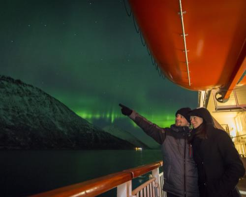 Northern lights short cruise project travel for Kirkenes snow hotel gamme cabins